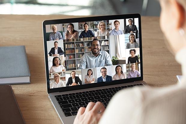 Back,View,Of,Female,Employee,Speak,Talk,On,Video,Call