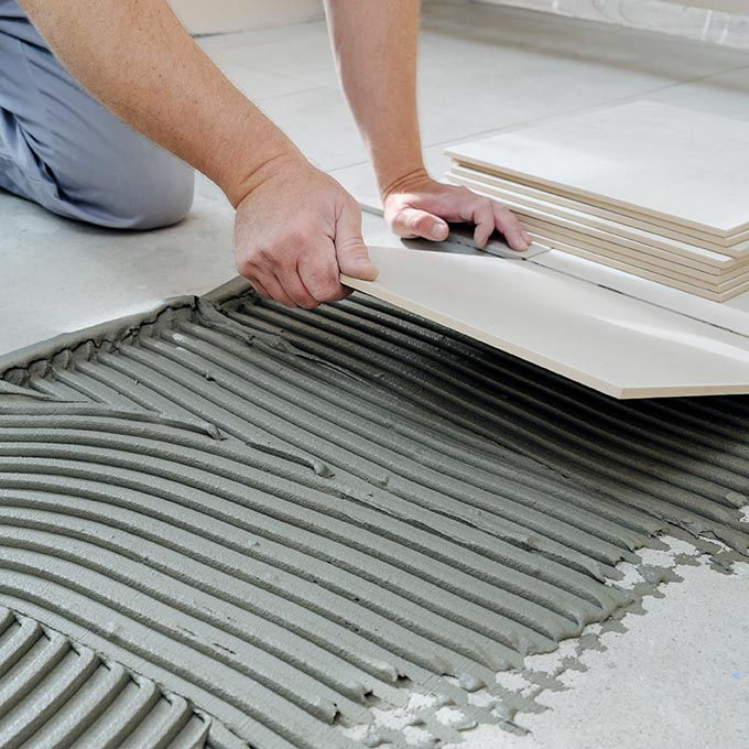 The,Hands,Of,The,Tiler,Are,Laying,The,Ceramic,Tile